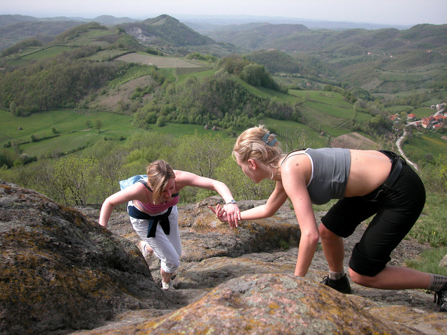 girls-climbing-1546859-640x480